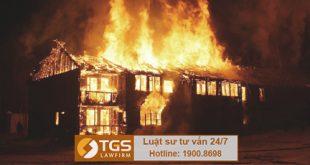 Cháy nhà và lan sang nhà hàng xóm