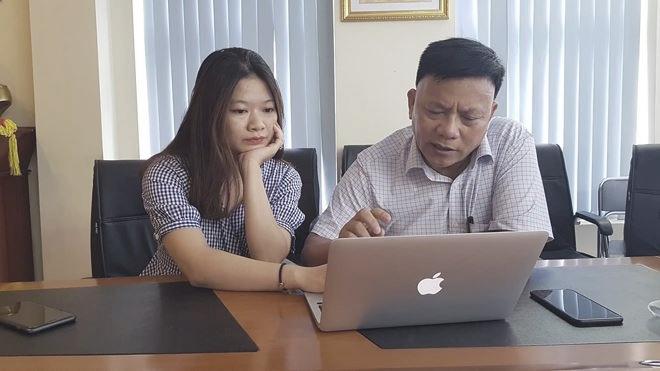 PGS. TS Trịnh Hoà Bình đang trả lời câu hỏi của độc giả