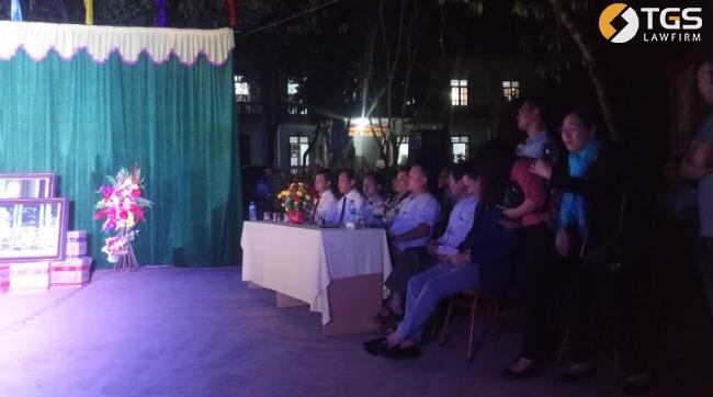 Ông Trần Văn Sại cùng đoàn đại biểu tham dự lễ trao quà cho học sinh có hoàn cảnh đặc biệt khó khăn