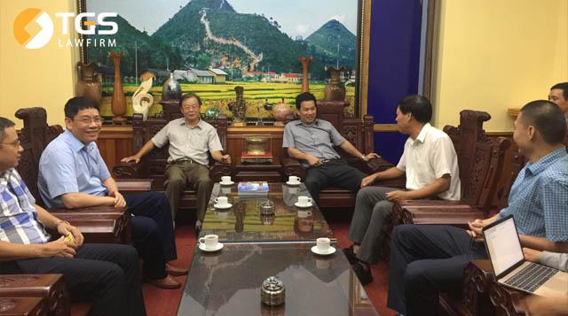 Ông Trần Văn Sại cùng đoàn tham dự trao đổi, trò chuyện cùng ông Đặng Quốc Khánh, Ủy viên dự khuyết Trung ương Đảng, Bí thư tỉnh ủy Tỉnh Hà Giang