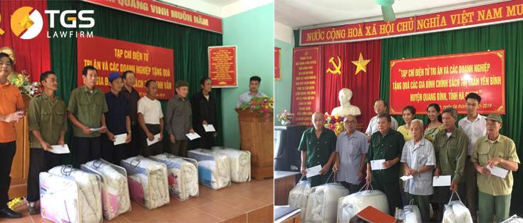 Tặng quà cho các gia đình liệt sĩ, gia đình chính sách tại huyện Bắc Quang, Quản Bạ và huyện Quang Bình