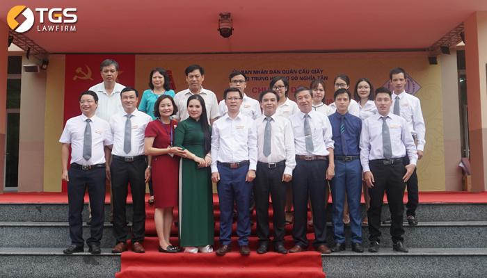 Lãnh đạo Công ty Luật TGS cùng ban giám hiệu nhà trường