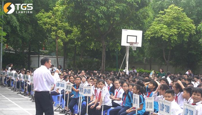 Tiến sĩ, Luật sư Lê Ngọc Khánh - Công ty Luật TNHH TGS giao lưu với học sinh